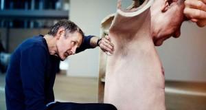 Ron Mueck - Sculture Iperrealistiche - Posa